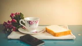 早晨对您喜爱的咖啡是完善的, 免版税库存图片