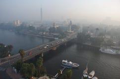 早晨开罗全景,俯视尼罗 轻的阴霾,埃及 冷颜色 风景 库存照片