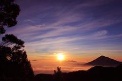 早晨微风Papandayan山 免版税库存照片