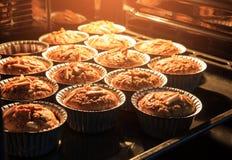 早晨早餐在有好口味a的热的烤箱的香蕉蛋糕 库存照片