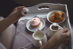 早晨早餐的少妇 免版税图库摄影