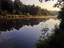 早晨河与 库存照片