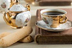 早晨浓咖啡和曲奇饼savoiardi 图库摄影