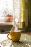 早晨茶蒸汽  图库摄影