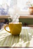 早晨茶蒸汽  免版税图库摄影