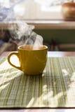 早晨茶蒸汽  免版税库存照片