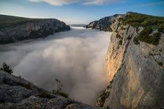 早晨薄雾在Gorges du维登 免版税图库摄影