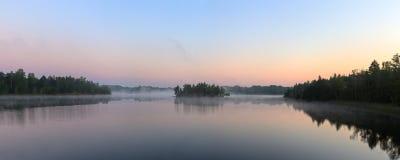 早晨薄雾的全景 图库摄影