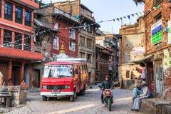 早晨街道在Bhaktapur,尼泊尔 免版税库存图片