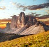 早晨观点的Drei Zinnen或Tre Cime di Lavaredo 免版税库存图片