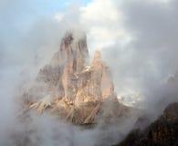 早晨观点的Drei Zinnen或Tre Cime di Lavaredo 库存照片