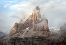 早晨观点的Drei Zinnen或Tre Cime di Lavaredo 免版税图库摄影