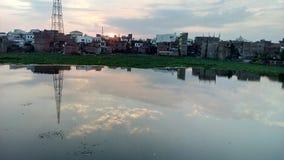 早晨视图在水中 免版税库存照片