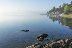 早晨雾夏令时斯德哥尔摩群岛 免版税库存照片