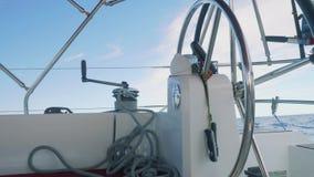 早晨驾驶舱天空视图  方向盘是由自动驾驶仪,把柄控制的在板钳 股票视频