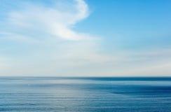 早晨从岸(比斯开湾)的海景 免版税库存照片