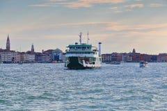 早晨 渡轮Metamauco (IMO 9198434)在威尼斯,意大利 库存图片