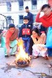 早晨patan的尼泊尔祈祷 库存图片