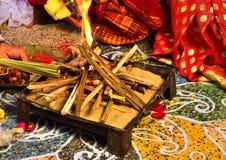 早期梵文的婚礼的美好和神圣的被安排的地方 免版税图库摄影