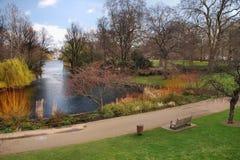 早期的伦敦公园春天 免版税库存图片