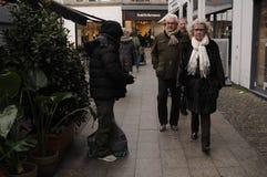 早期的圣诞节顾客和圣诞节装饰 免版税库存图片
