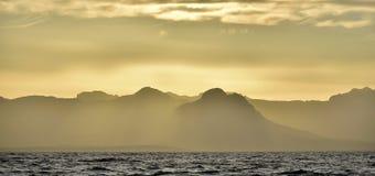 早期的横向早晨海运 库存照片