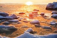 早期的海上的冬天冷淡的早晨 库存图片