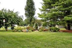 早期的秋季的庭院 免版税库存照片