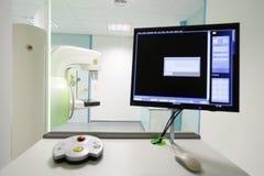 早期胸部肿瘤X射线测定法胸部检查机器 免版税库存照片