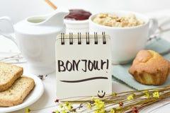 早餐和文本早晨好用法语 免版税库存照片