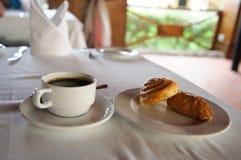 早餐咖啡面包卷 库存照片