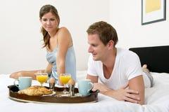 早餐在床上 库存照片