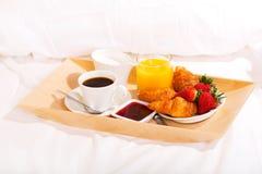 早餐在床上 图库摄影
