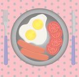 早餐在桌,煎蛋,香肠上设置了 库存照片