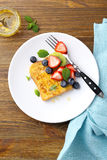 早餐多士用夏天莓果 免版税库存图片