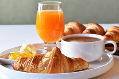 早餐大陆新月形面包 库存照片
