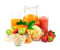 早餐成份用汁液和新鲜水果 免版税库存照片