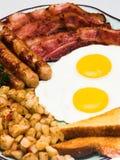 早餐接近的完全蛋纵向视图 库存照片