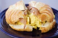早餐新月形面包三明治 库存图片