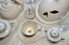 早餐桌、圆环和心脏项链 提案? 免版税库存图片