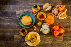 早餐桌全套 免版税库存照片