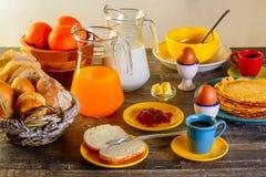 早餐桌全套 库存图片