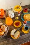 早餐桌全套 库存照片