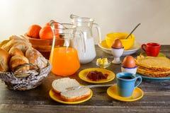 早餐桌全套 图库摄影