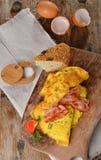 早餐煎蛋卷用火腿,烟肉 免版税库存图片