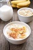早餐燕麦粥用香蕉 库存图片