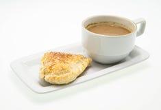 早餐用咖啡和油酥点心 免版税库存图片