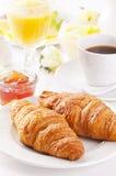 早餐用新月形面包 库存图片