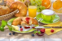 早餐用新月形面包 图库摄影