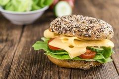 早餐百吉卷(用乳酪;选择聚焦) 免版税图库摄影